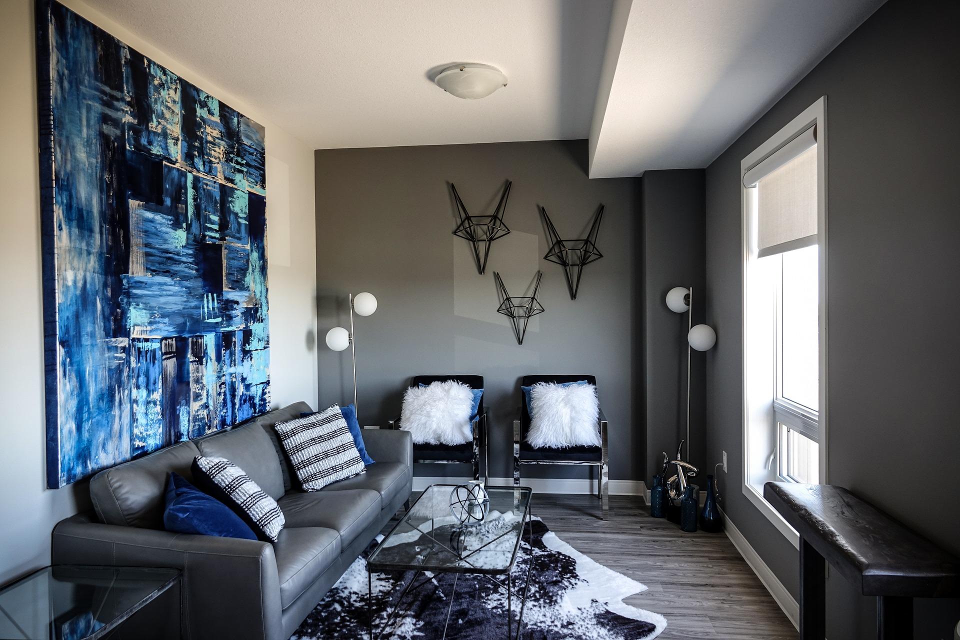 réalisation d'une peinture grise dans un salon